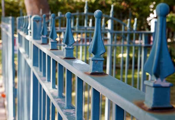 kute ogrodzenie ogrod