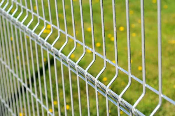 metalowe ogrodzenie siatka
