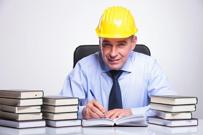 Kto wprowadza wpisy do dziennika budowy?