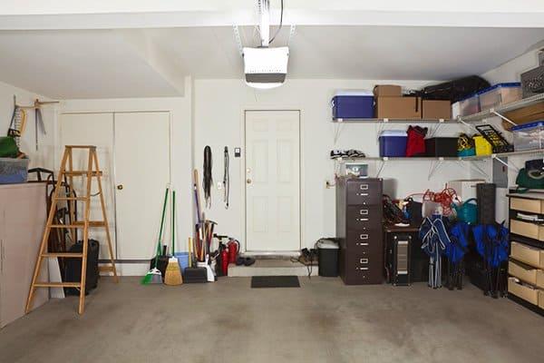 Pomieszczenie gospodarcze w garażu