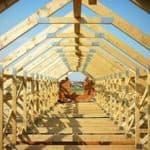 Drewno na więźbę dachową – jak wybrać najlepsze?