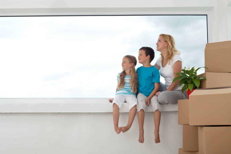 Łazienka z oknem: firanki, rolety, plisy, czy żaluzje na okno łazienkowe?