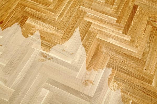podłoga lakierowana w domu