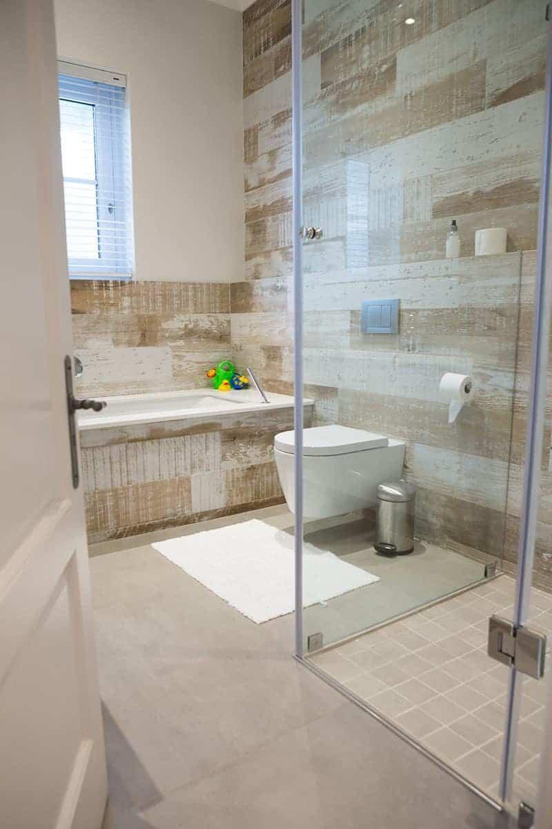 łazienka Z Oknem Firanki Rolety Plisy Czy żaluzje Na