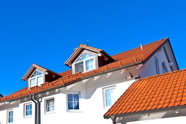 lukarny na dachu domu