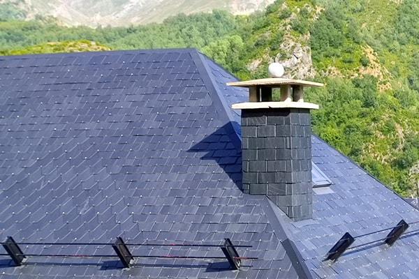 Montaż wyłazu dachowego