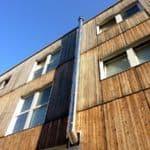 Czy drewniane panele elewacyjne to dobre rozwiązanie? Zalety i wady paneli