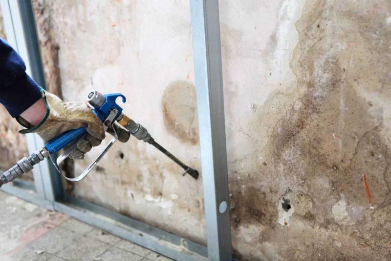 Osuszanie budynków: przyczyny zawilgocenia i sposoby osuszania ścian
