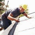 Jak izolować dach? Materiały na wstępne krycie – papa na dach, czy membrana dachowa?