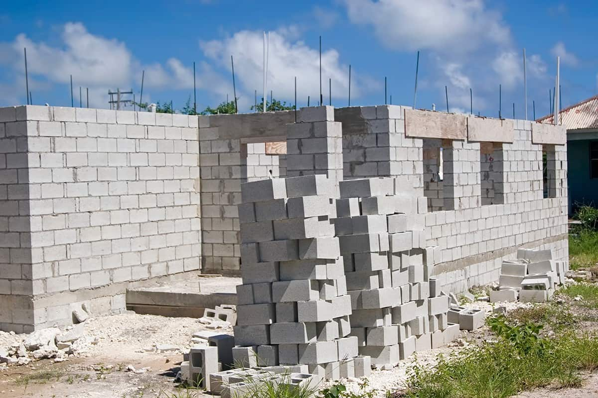 Stan surowy otwarty - murowanie ścian
