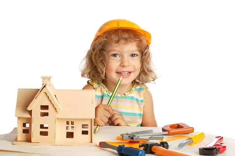 Domek dla dzieci drewniany czy plastikowy
