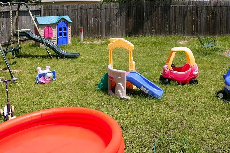 Jaka nawierzchnia pod plac zabaw przy domu?