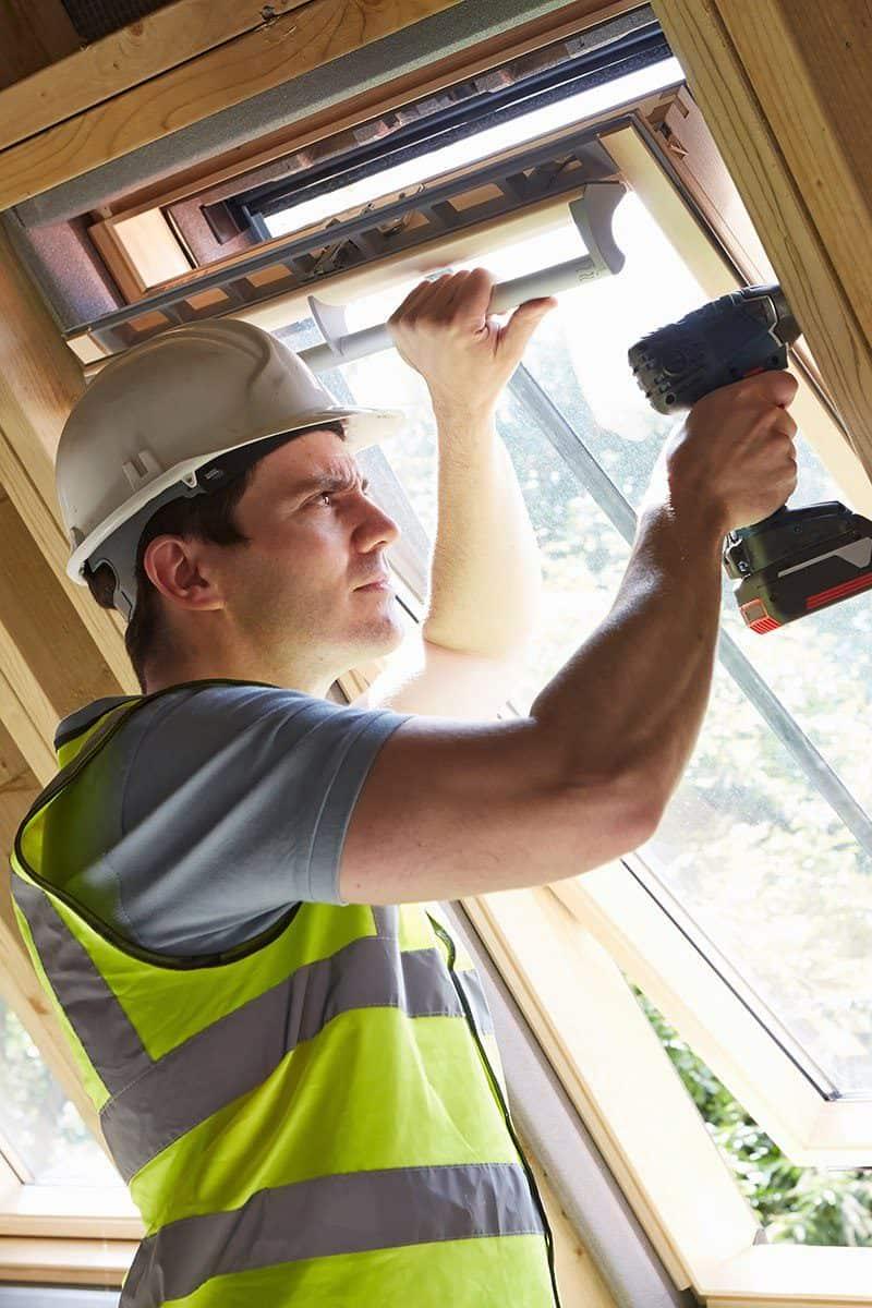 Na jakiej wysokości montować okna dachowe?