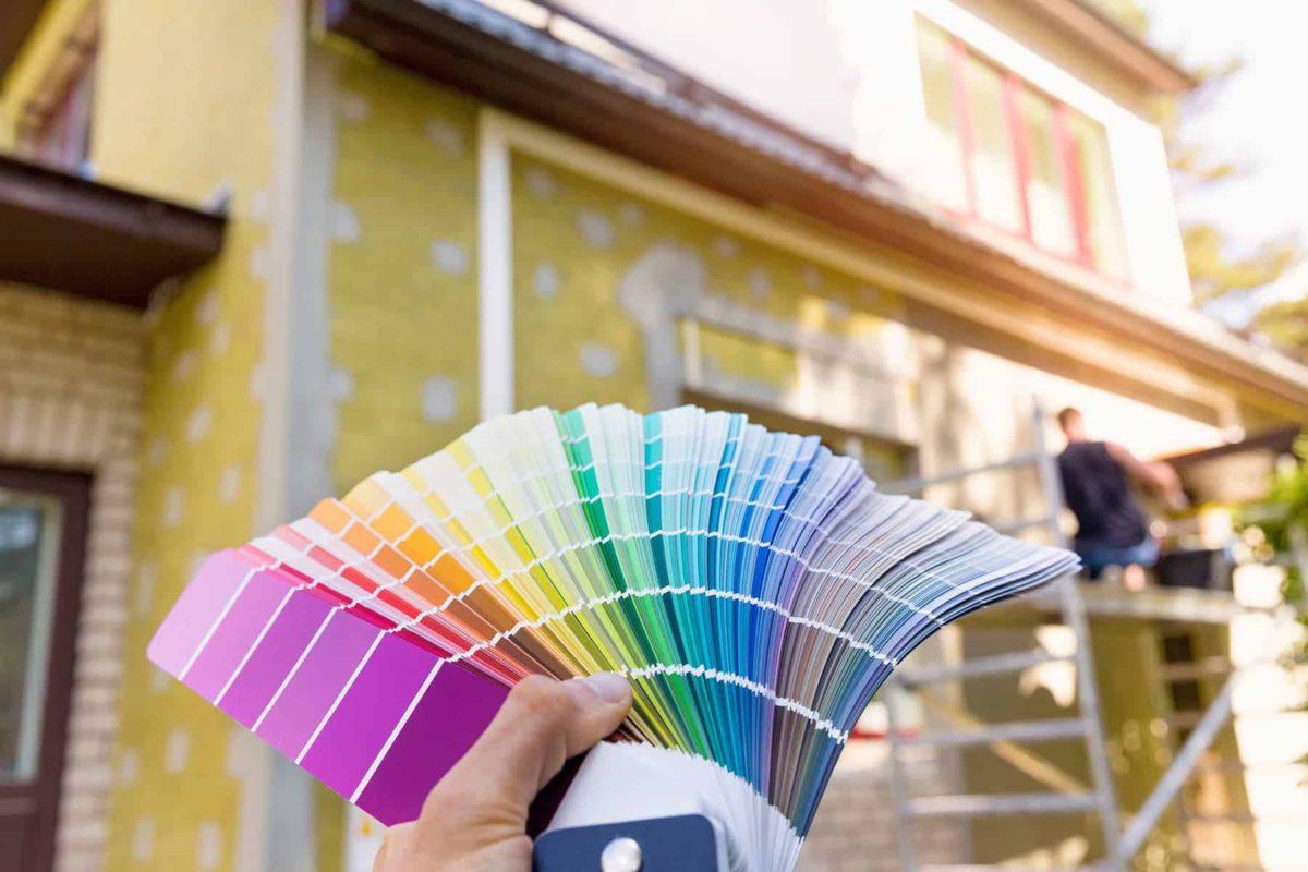 Farba elewacyjna: jaką wybrać i jak malować elewację domu?