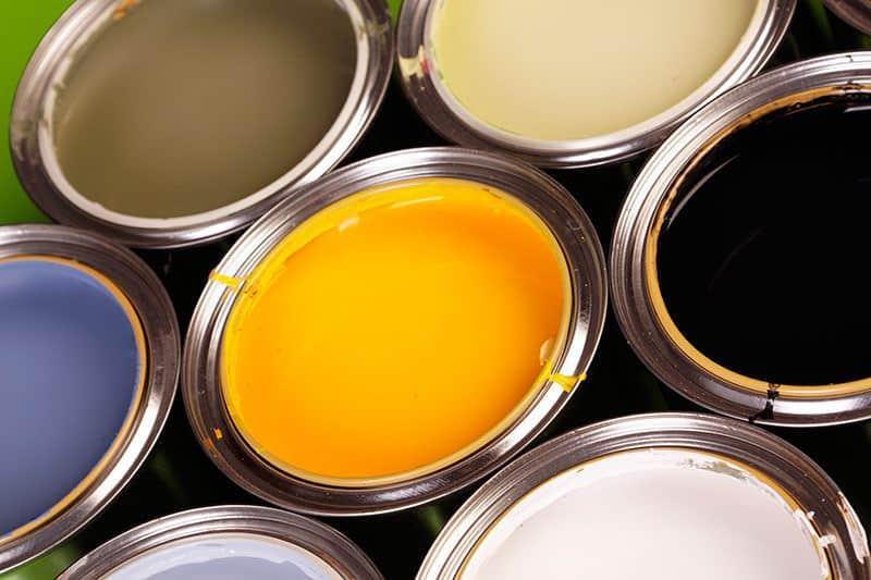 rodzaje farb elewacyjnych 800x533 - Farba poliuretanowa do metalu, drewna i betonu: rodzaje i ceny