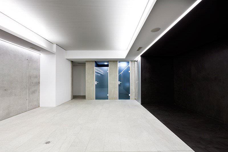 Sufit podwieszany z oświetleniem