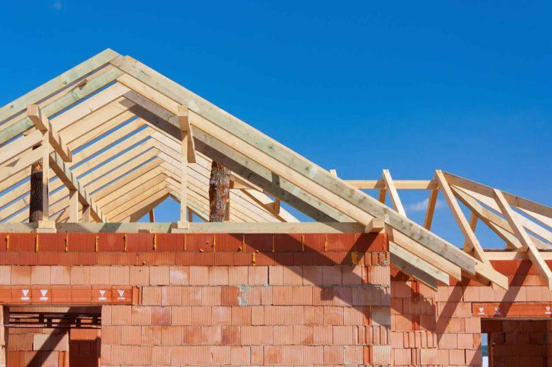 Dach w domu jednorodzinnym: jak jest zbudowany?