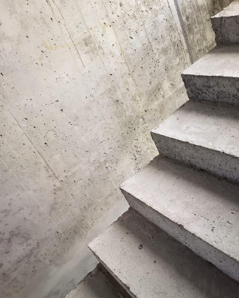 Z czego wykonać schody?