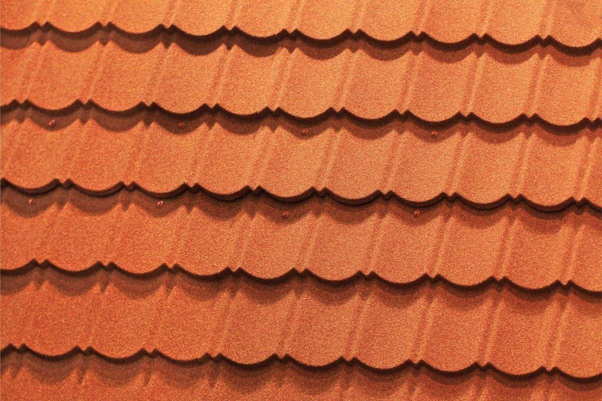 Dachówka bitumiczna: czy warto ją wybrać na pokrycie dachu?
