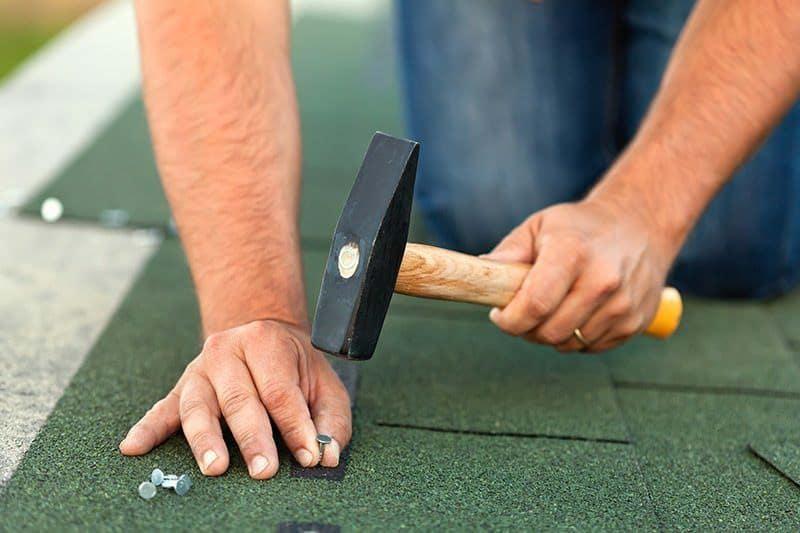 Montaż dachówek bitumicznych
