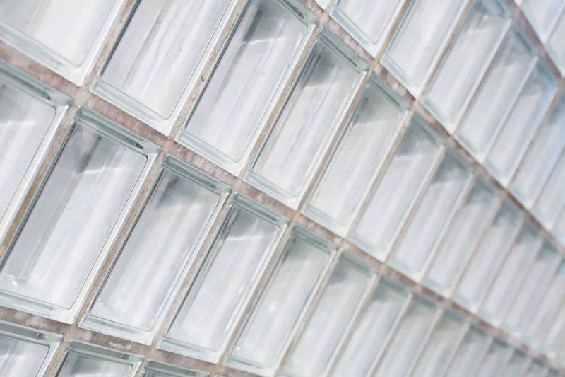 pustaki szklane 800x533 - Pustaki szklane: wymiary, montaż i ceny pustaków szklanych
