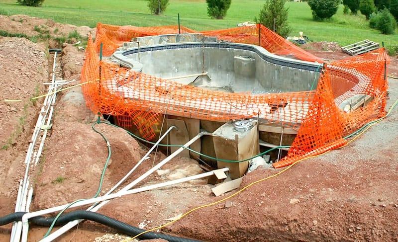 Budowa basenu betonowego