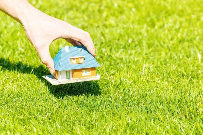 Budowa domu na działce rolnej: odrolnienie, rodzaj zabudowy, pozwolenia