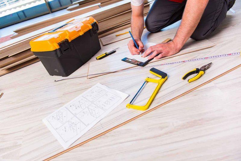 Panele podłogowe: rodzaje, parametry i montaż paneli podłogowych