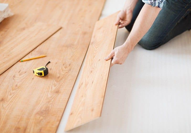 Panele podłogowe montaż