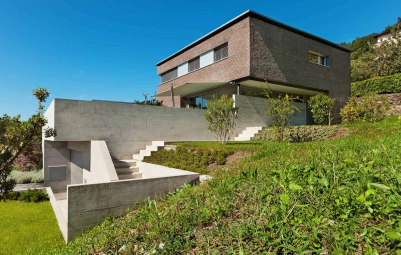 domy z plaskim dachem 800x510 - Dom z płaskim dachem: zalety i wady, oraz koszty budowy stropodachu