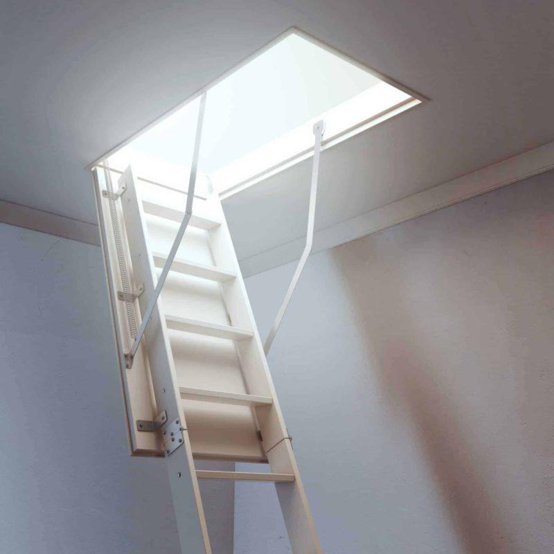 schody strychowe 800x800 - Schody strychowe: rodzaje, ceny i montaż schodów na strych