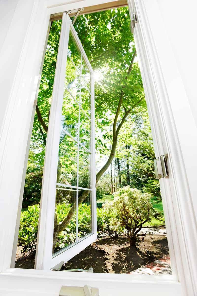 Dom parterowy otwarty na ogród
