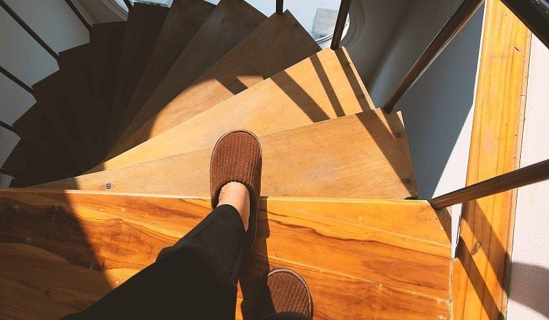 Koszt schodów drewnianych