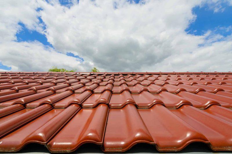 dachowka ceramiczna 800x534 - Dachówka ceramiczna: cena, rodzaje, parametry dachówek ceramicznych