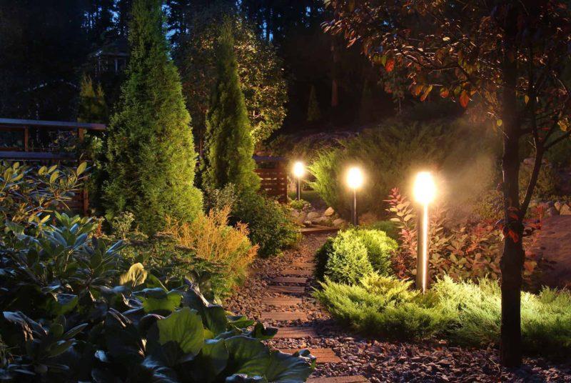 Oświetlenie domu: ogrodowe oświetlenie led i lampy zewnętrzne
