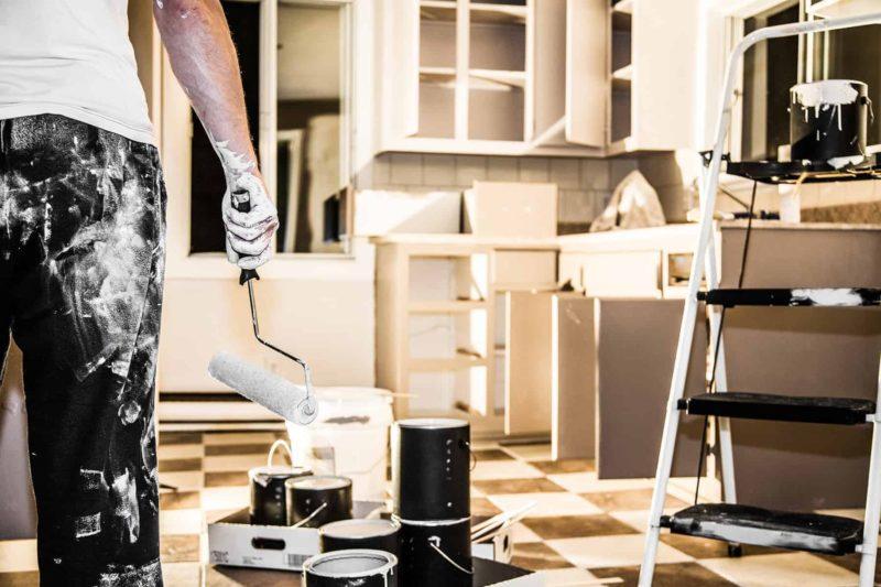 Farba do kuchni: jaką wybrać? Ceny, kolory i malowanie [krok po kroku]