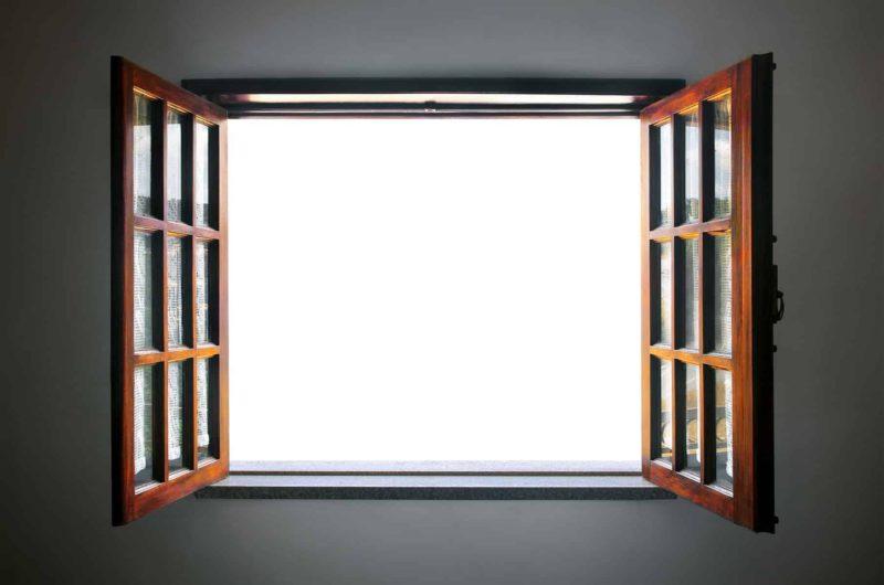 okna drewniane 800x530 - Okna drewniane czy plastikowe? Porównanie parametrów [zalety i wady]
