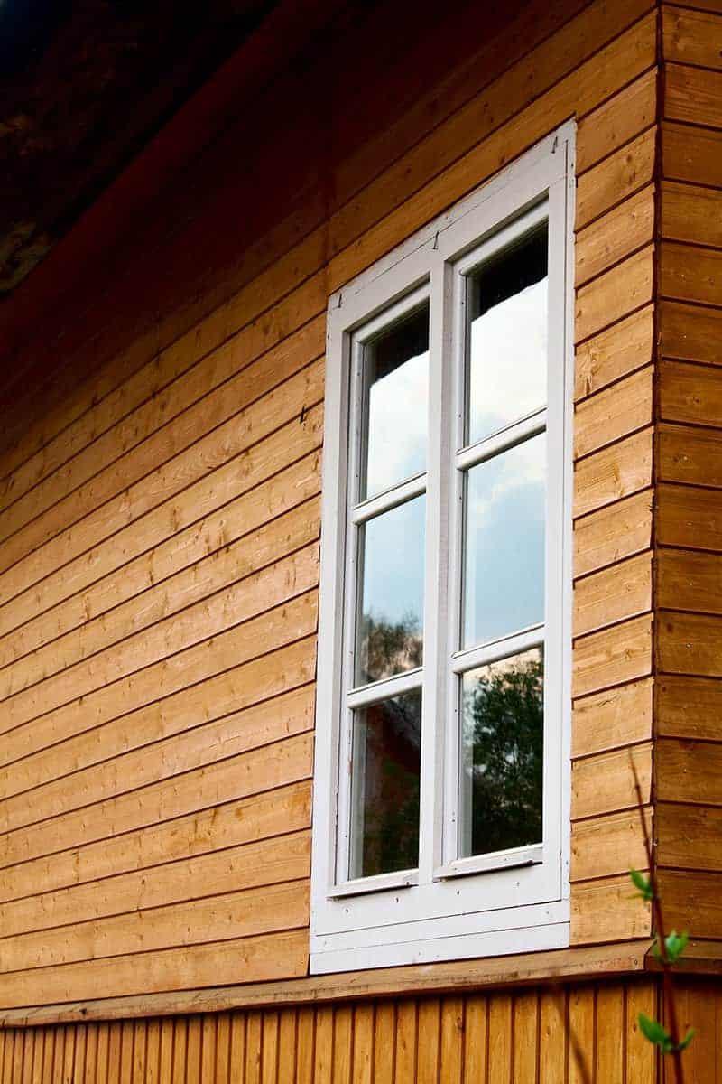 Pielęgnacja drewnianych powierzchni okiennych