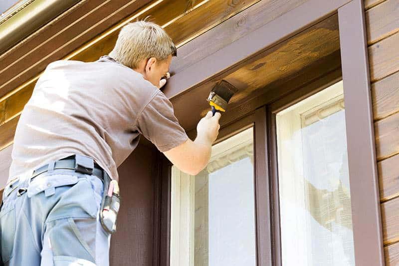 Jak konserwować okna z drewna?