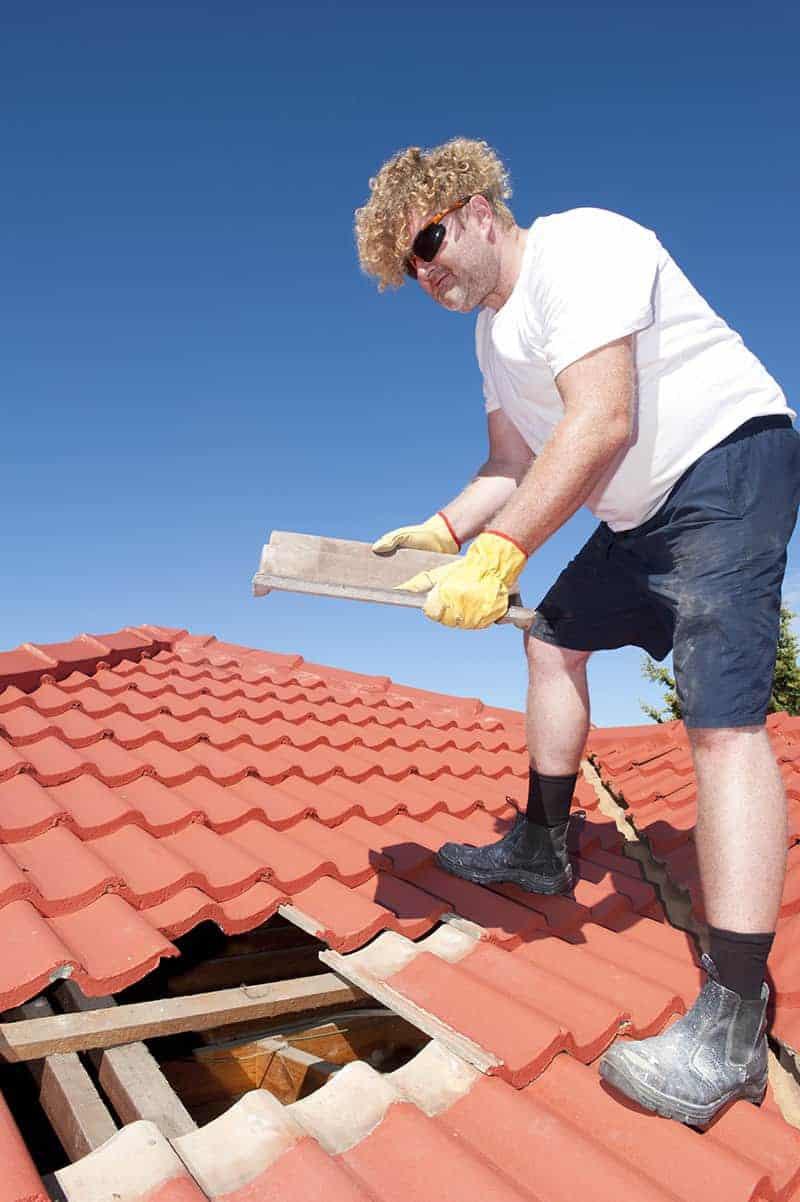 Czym pokryć dach domu z gliny?
