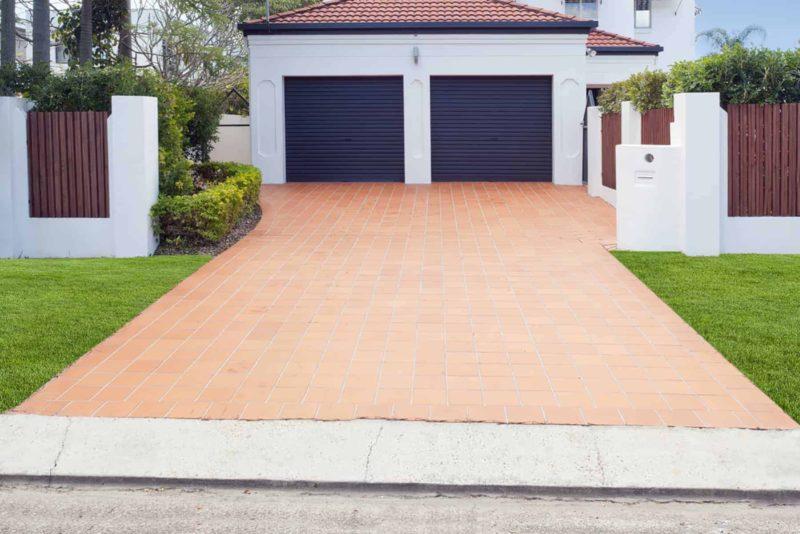 podjazd do garazu 800x534 - Podjazd do garażu: jak i z czego wykonać go poprawnie?