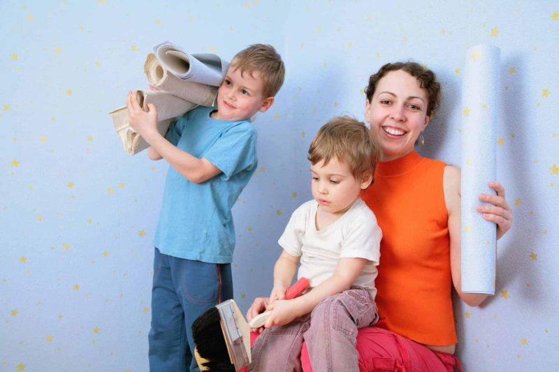 Tapety na ścianę: jakie wybrać do kuchni, sypialni i łazienki?