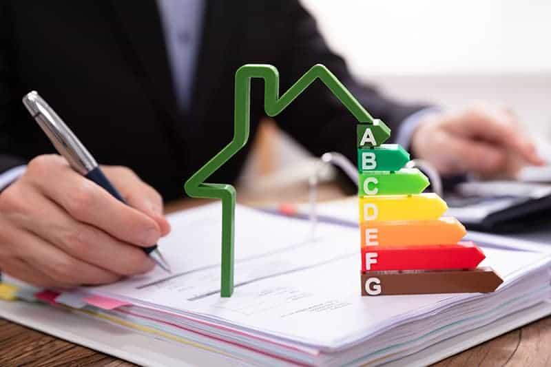 Ile kosztuje ocieplenie domu styropianem, a ile wełną mineralną?