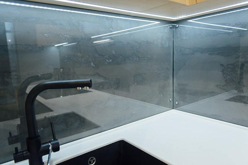 Wybitny Szkło Lacobel w kuchni: cena, parametry i kolory szkła lakierowanego LW52