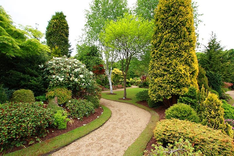 Ścieżki ogrodowe ze żwiru lub tłucznia