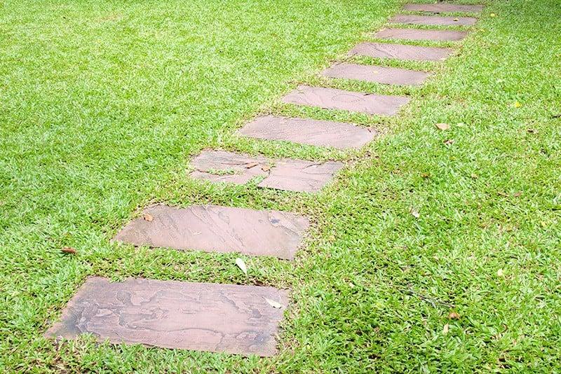 Dlaczego w ogrodzie potrzebne są ścieżki?