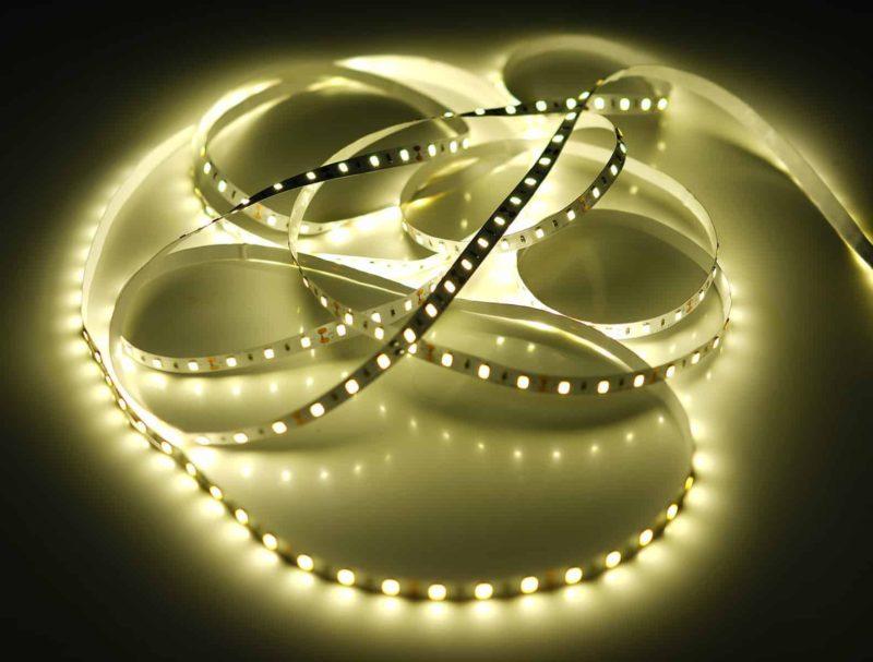 Taśma LED: jaką wybrać i jak podłączyć taśmę ledową [krok po kroku]