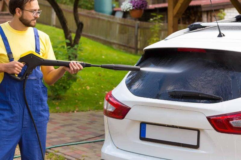 myjka cisnieniowa 800x533 - Myjka ciśnieniowa do domu: jaką wybrać i co sprawdzić przed zakupem?