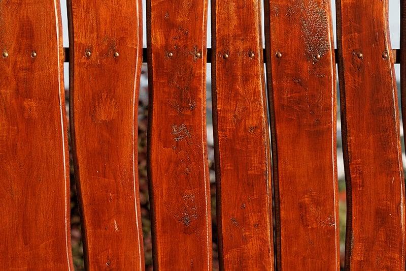 Zalety i wady płotów drewnianychZalety i wady płotów drewnianych