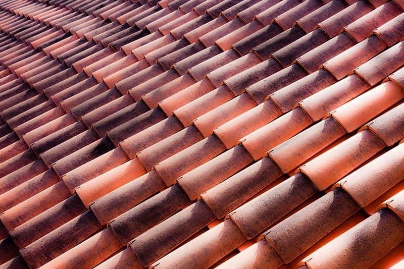 Dachówka mnich-mniszka: cena, wymiary i montaż [krok po kroku]